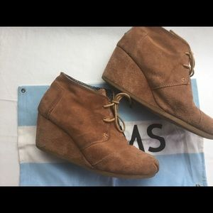 TOMS tan suede wedge boots Sz 8